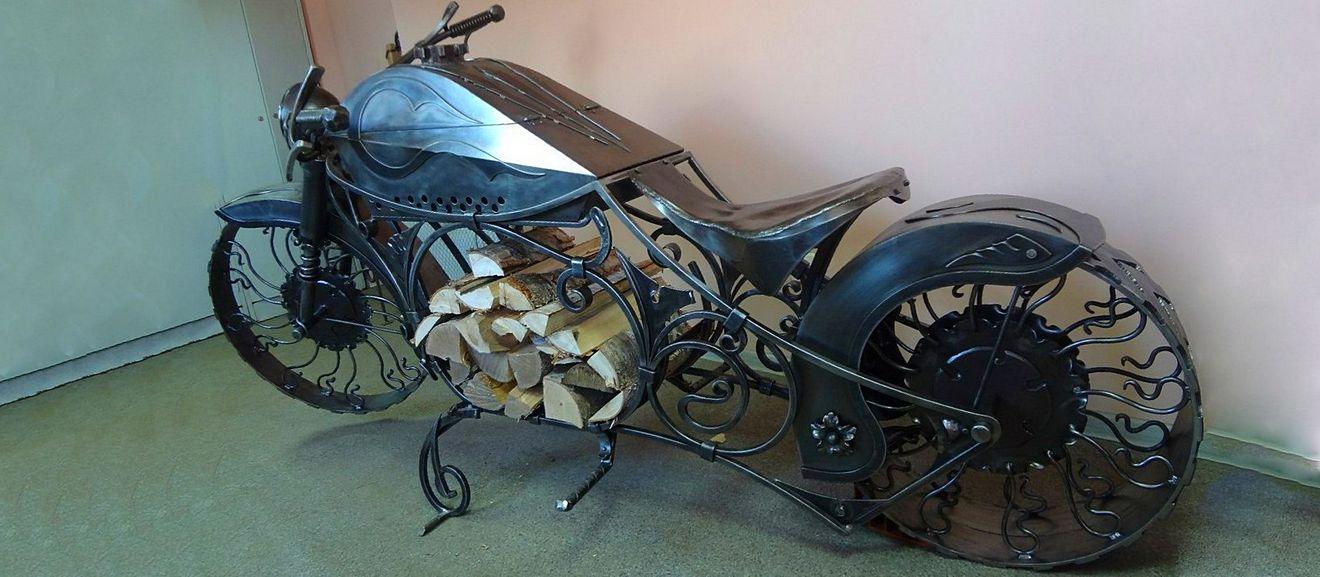 кованый мотоцикл-дровница
